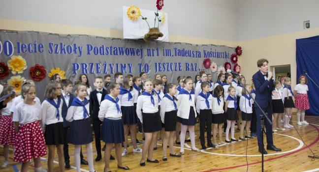 90-lecie Szkoły Podstawowej im. T. Kościuszki w Zespole Szkół Ogólnokształcących w Sędziszowie.