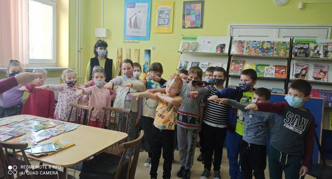 Przyjęcie uczniów w poczet czytelników biblioteki szkolnej.